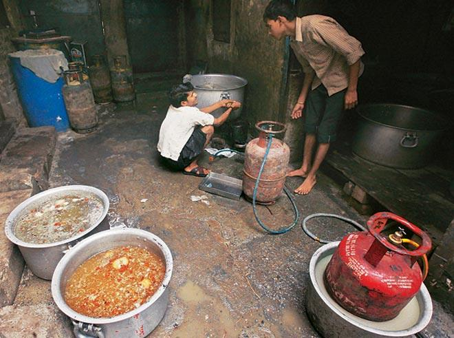 Several food establishments challaned for unhygie...
