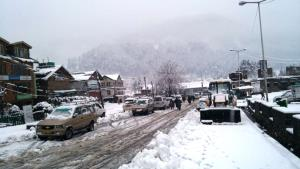 Authorities issue avalanche warning after fresh s...