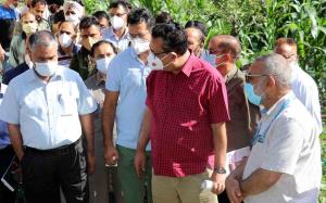 Navin Choudhary visits Vegetable Cluster Baramulla
