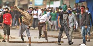 Karnataka Judges targeted by stone pelters in Kas...