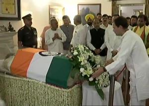 Rahul Gandhi pays tribute to Atal Bihari Vajpayee...