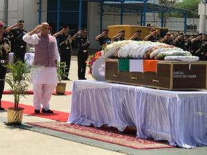 Rajnath, Army Chief pay tribute to Major martyred...
