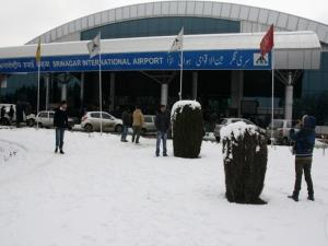 Snowfall disrupts flight operations at Srinagar a...