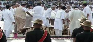 Vajpayee laid to rest, daughter Namita lights fun...