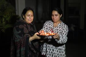 India rises in unison to light diyas to defeat CO...