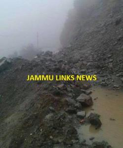 Five fresh landslides hit Jammu-Srinagar highway