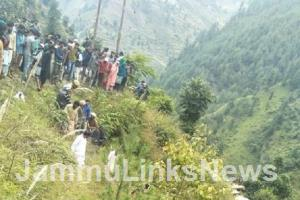 4 killed in a road accident in Doda