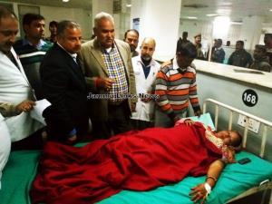 Sham Choudhary visits GMC Jammu, meets cross bord...