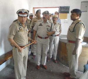 DG Prisons visits Central Jail Srinagar, reviews ...