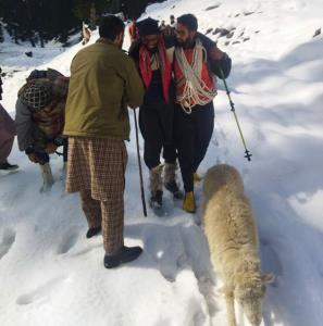 Lost in snow J&K villagers traced in Shopian
