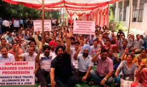 Power employees, engineers stage protest dharna