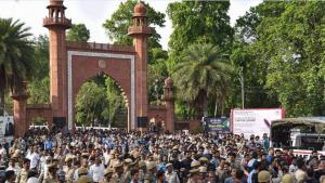 Kashmiri students defer decision to leave AMU en ...
