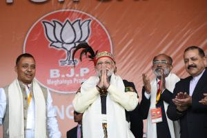 Modi announces Rs 90000 Cr for improving roads, h...