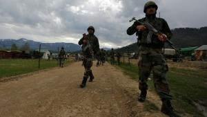 Pak troops violate ceasefire along LoC in Uri sec...
