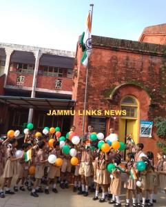 Alexander Memorial School celebrates Independence...