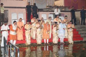 PM holds mega roadshow in Varanasi, performs Gang...