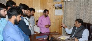 Advisor Vyas hears public grievances at Srinagar