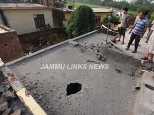 Pak shells dozens of Indian villages, BoPs in Jam...