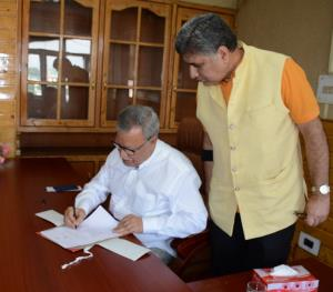 Farooq Khan assumes charge as Advisor to Governor