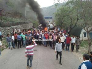 Protests rock Nowshera, highway blocked over dist...