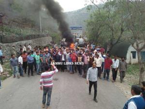 Protests rock Nowshera, highway blocked over dist...