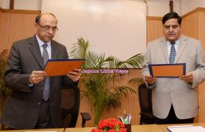 Former IAS officer B B Vyas takes oath as UPSC me...