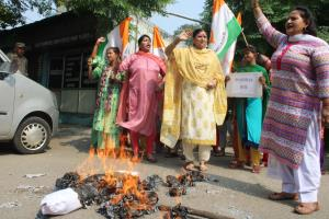 Mahila Cong protests against remarks of Khattar