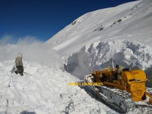 BRO completes snow clearance on NH 1D upto zero p...