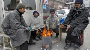Unabated cold wave in Kashmir, Ladakh in deep fre...