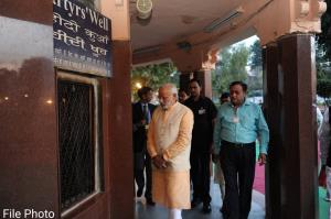 PM Modi pays tributes to Jallianwala Bagh massacr...