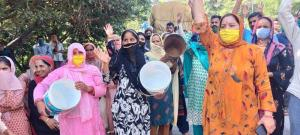 Villagers protest against no supply of drinking w...