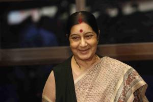 Sushma Swaraj offers prayers at Lord Saneeswara t...