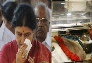 Sasikala seeks parole to attend husband