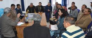 Advisor Vijay Kumar visits CHC Mandi, reviews hea...