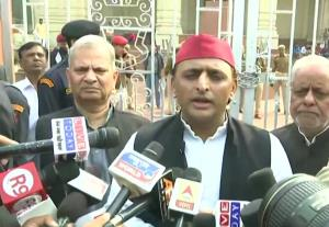 Akhilesh Yadav demands UP CM