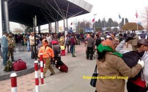 Fog disrupts Srinagar air traffic, all flights ca...
