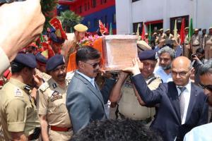 Advisor Vijay Kumar pays floral tribute to SHO Ar...