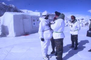 Northern Army commander visits forward posts in S...