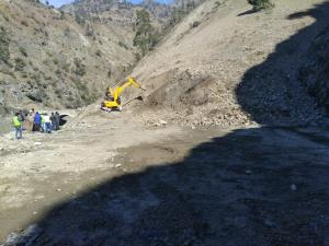 Landslides halt traffic on Jammu-Srinagar highway