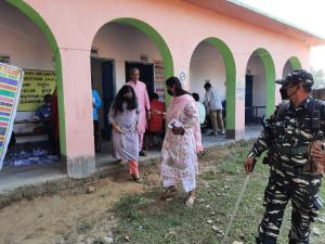 Polls open in first phase of Bihar elections in 7...