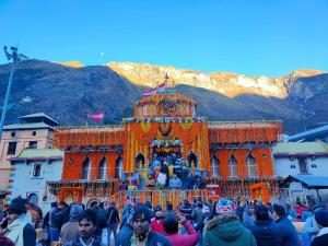 Badrinath shrine to be closed for winter today