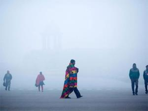 Chilly morning in Delhi as minimum temperature se...