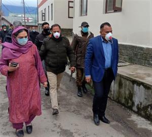COVID-19 Scare | Div Com Kashmir visits KU campus...