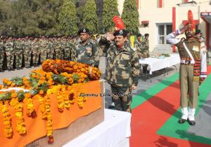 Tributes paid to BSF jawan martyred in Pak firing