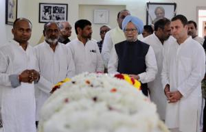 Manmohan, Rahul pay last respects to senior leade...