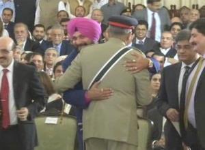 Sidhu hugs Pak Army chief at Imran
