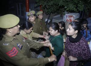 Police foils ABVP march to Civil Secretariat