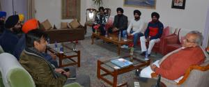 Delegation of J&K Sikh Youth organization meets G...