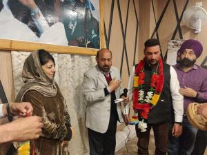 Cong, BJP leaders join PDP in Kashmir