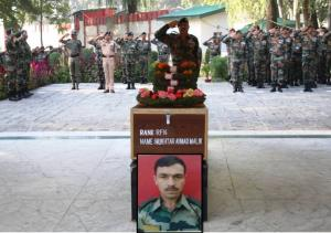 Army pays tribute to soldier martyred in Kulgam